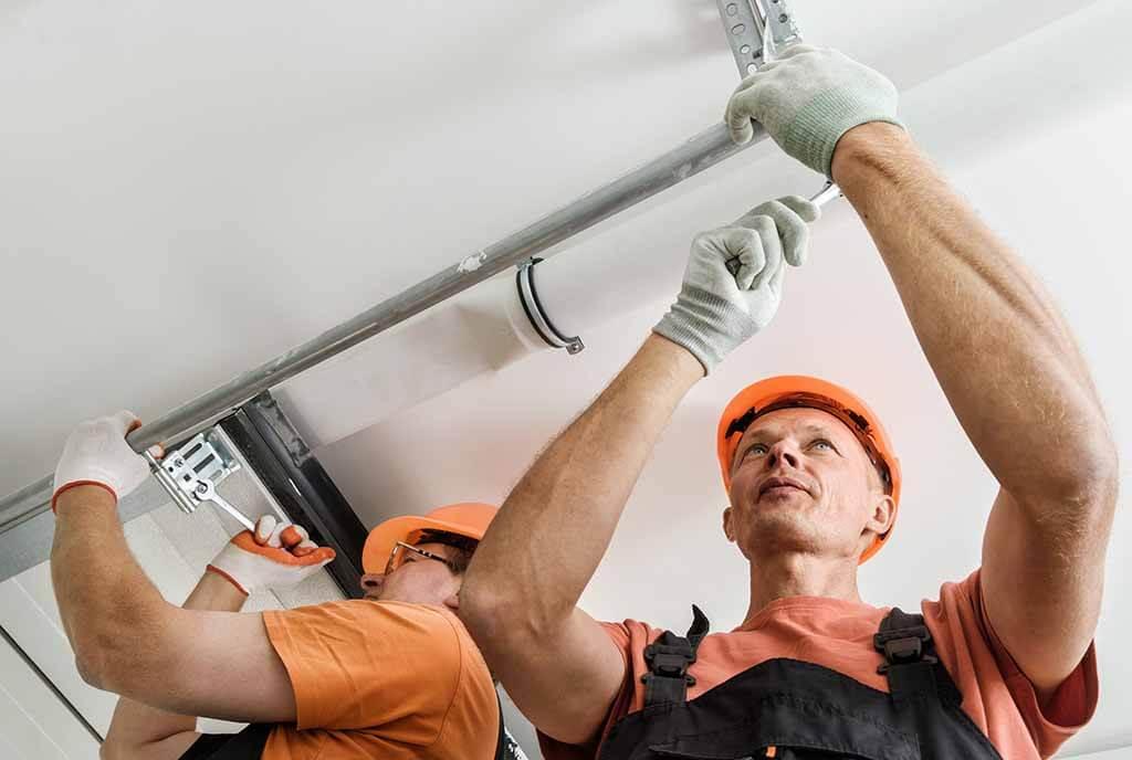 Einbau eines Garagentores durch Fachpersonal